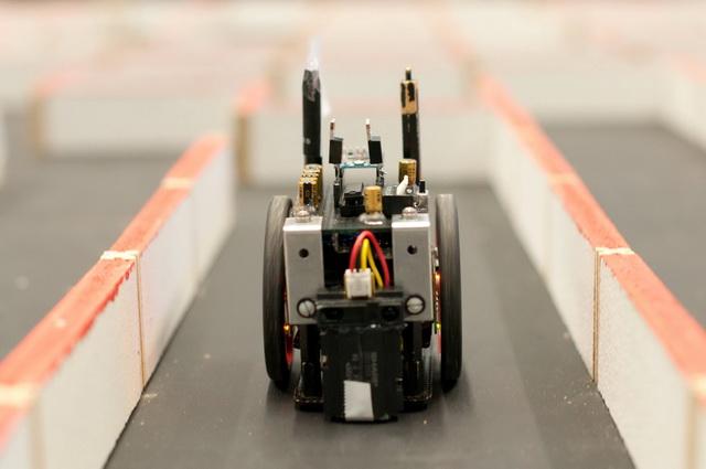 Micromouse Maze - World S Fastest Miniature Robot Mice Blaze Thru
